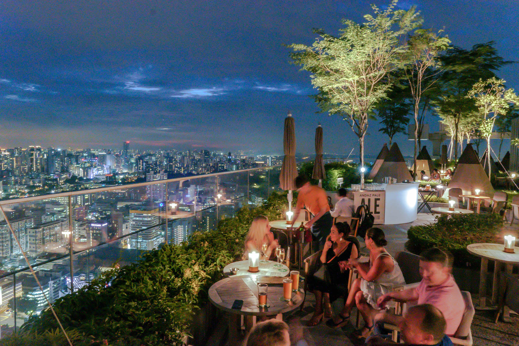 Top 5 Rooftop Bars to Check Out Singapore's Night View