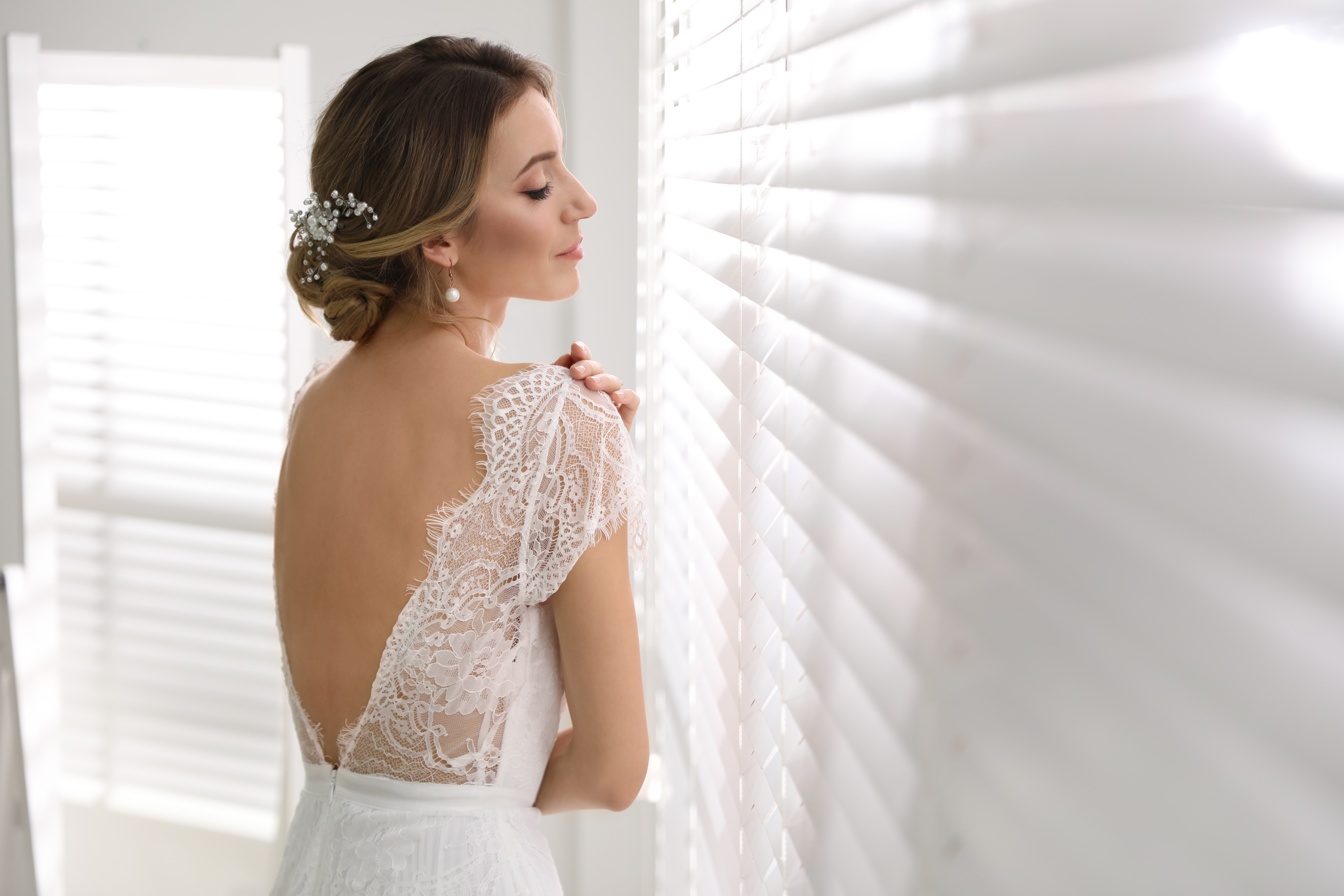 How to Try on Wedding Dresses at Home