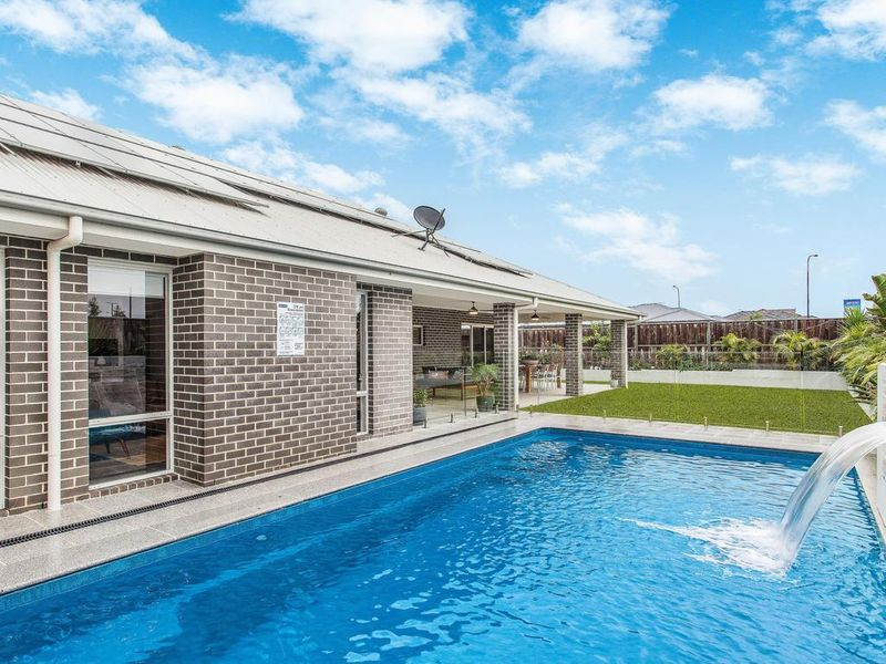 88 Amarco Circuit the inground pool: real estate the ponds
