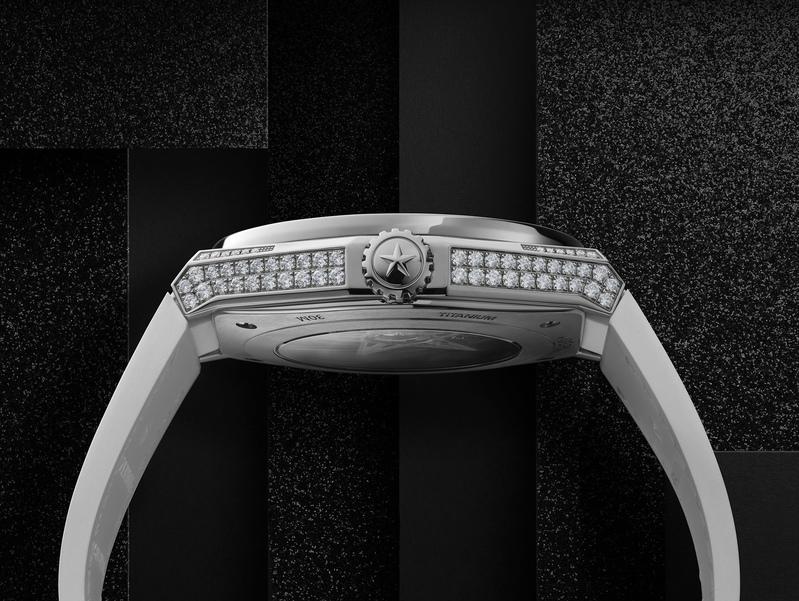Zenith horloge: Zenith DEFY El Primero 21 High Jewelry wit met diamanten inleg - zijkant horloge