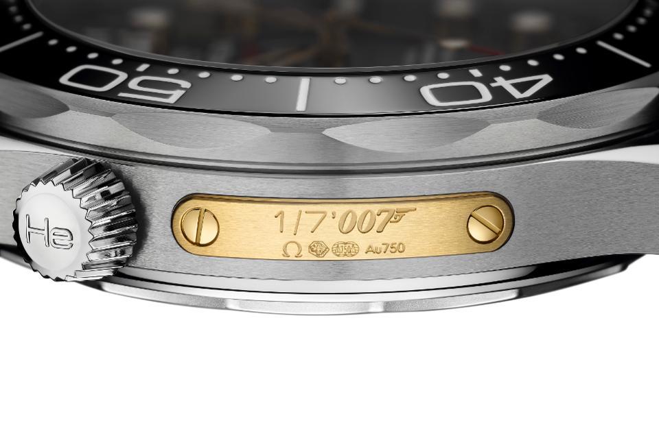 Omega horloge Seamaster 300M: James Bond Omega Seamaster 300M diver in gelimiteerde oplage 7.007 stuks